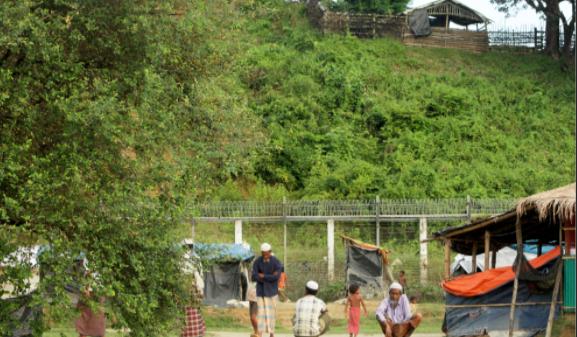 যশোর মনিরামপুরে চা দোকানিদের দোকান বন্ধ রাখার শর্তে ত্রাণ সহায়তা
